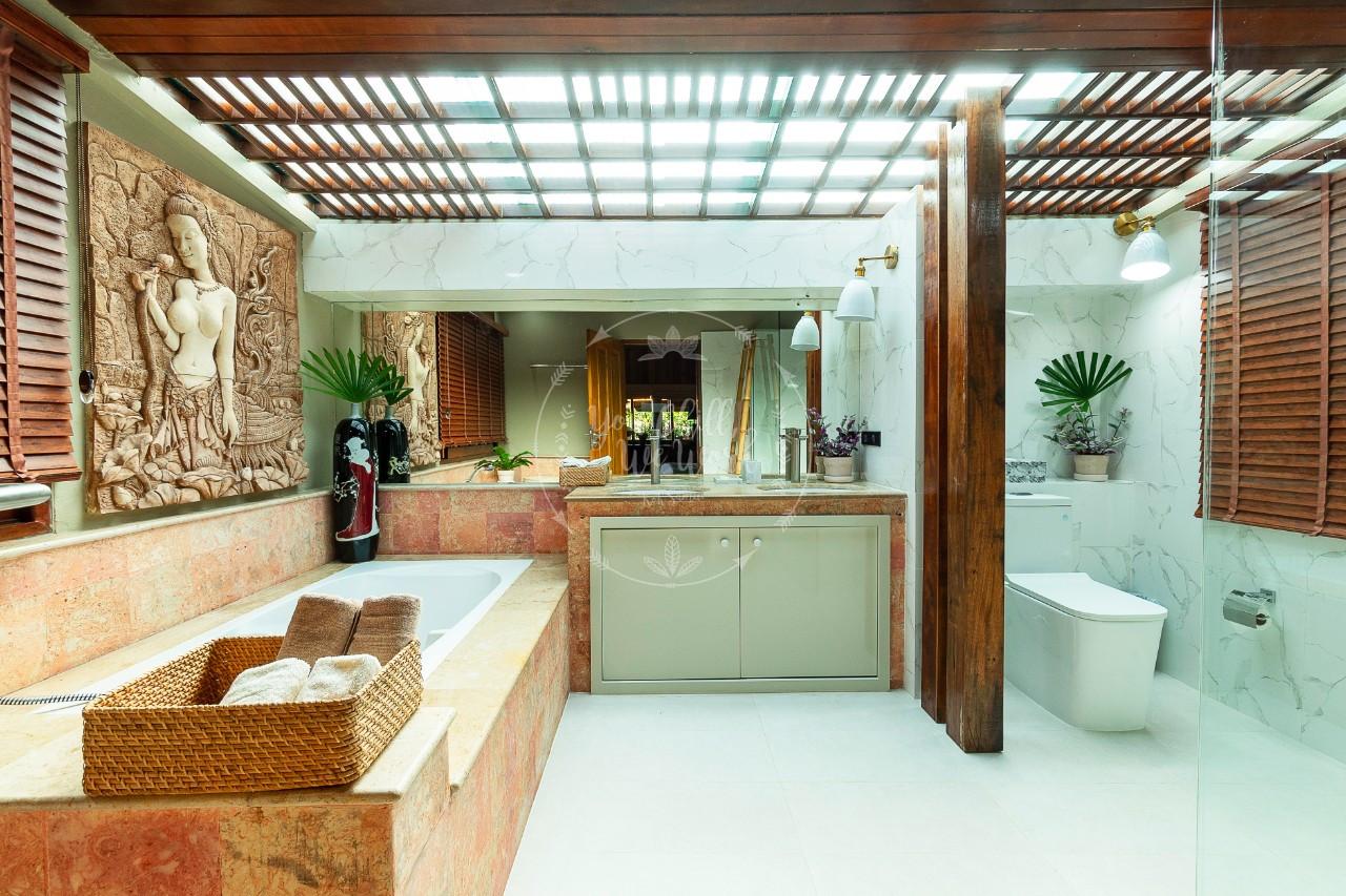 Villa-Isabel-master-bathroom